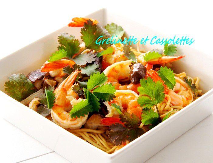 Crevettes de Madagascar sautées aux Shiitakés et Nouilles Chinoises à la Coriandre et Pimprenelle