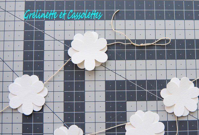 Suspension de Fleurs Blanches diaphanes avec Fiskars