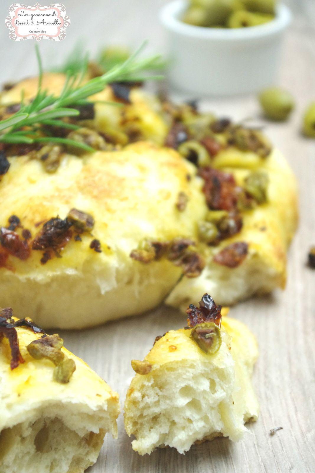 | Focaccia aux tomates séchées, olives et parmesan |
