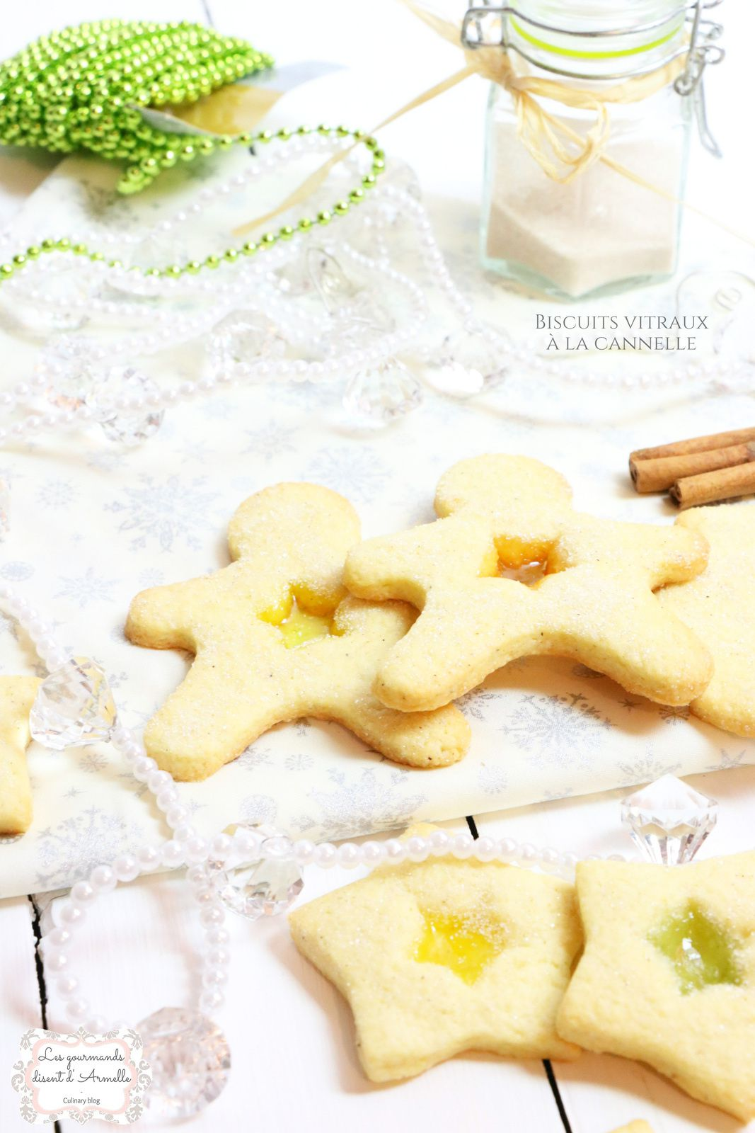 | Les biscuits vitraux à la cannelle | Bredele de Noël © Les Gourmands {disent} d'Armelle