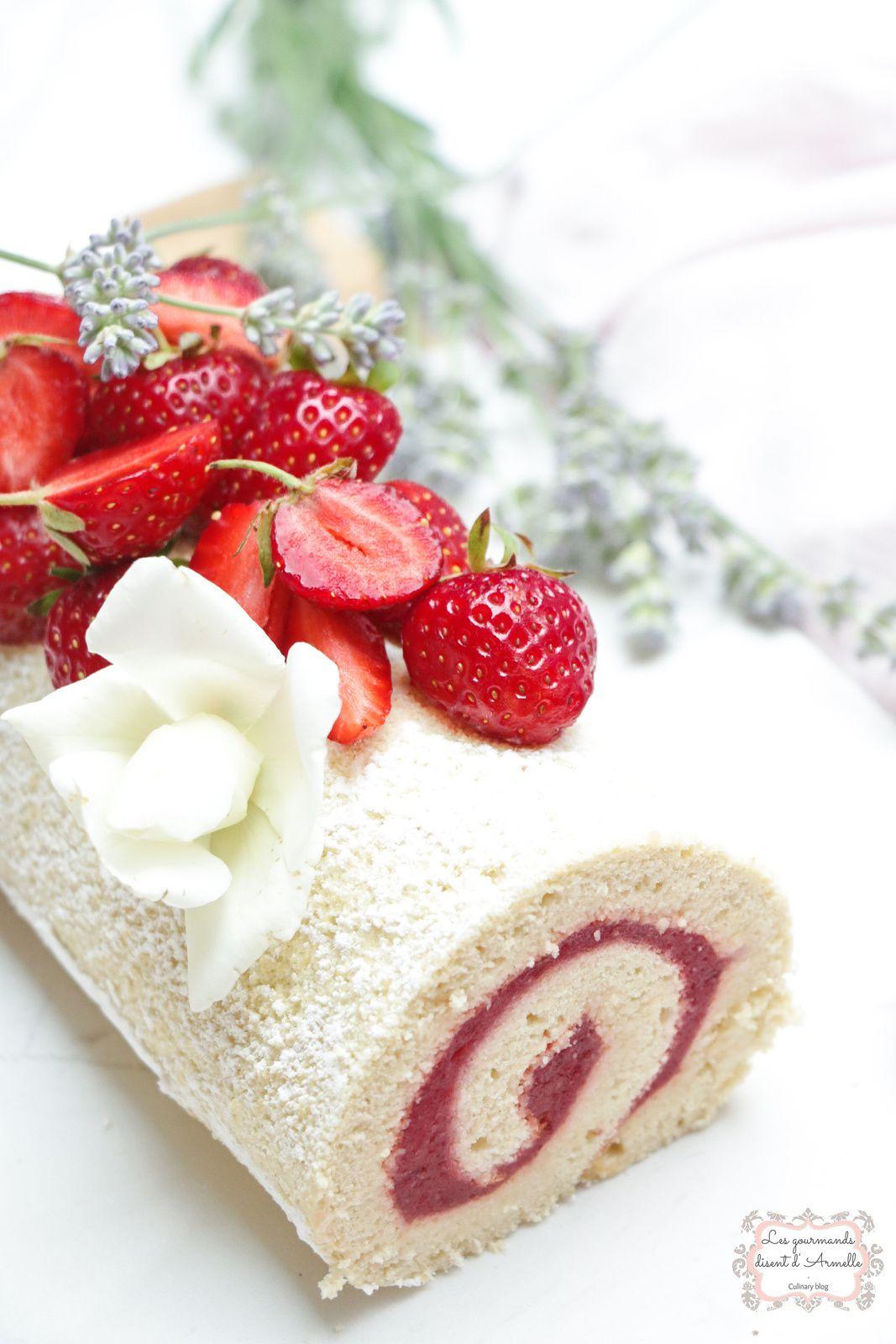 Roulé (sans beurre) aux fraises de mon enfance @ Les Gourmands {disent} d'Armelle