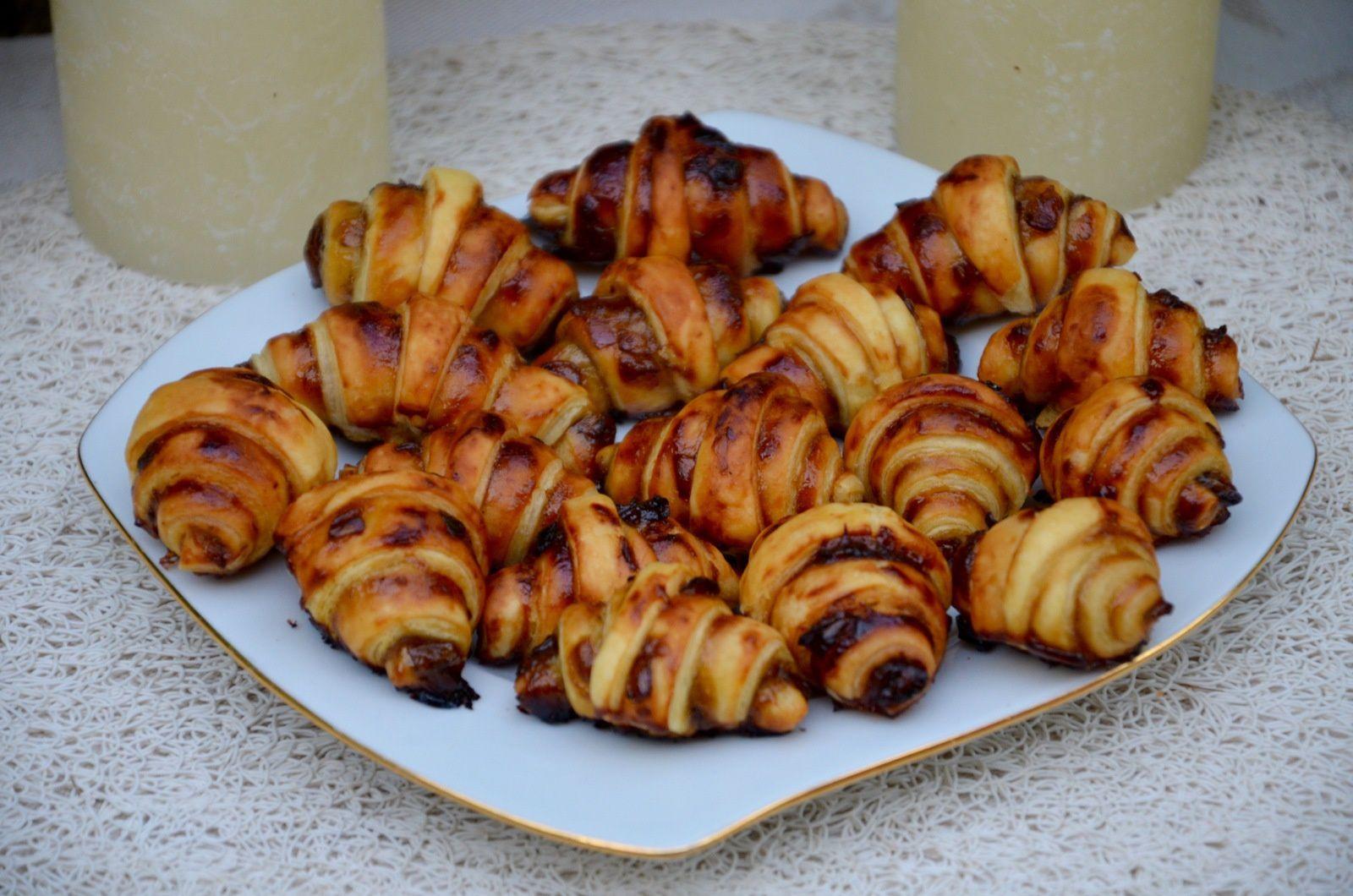 Mini croissants apéritif au confit d'oignons et parmesan