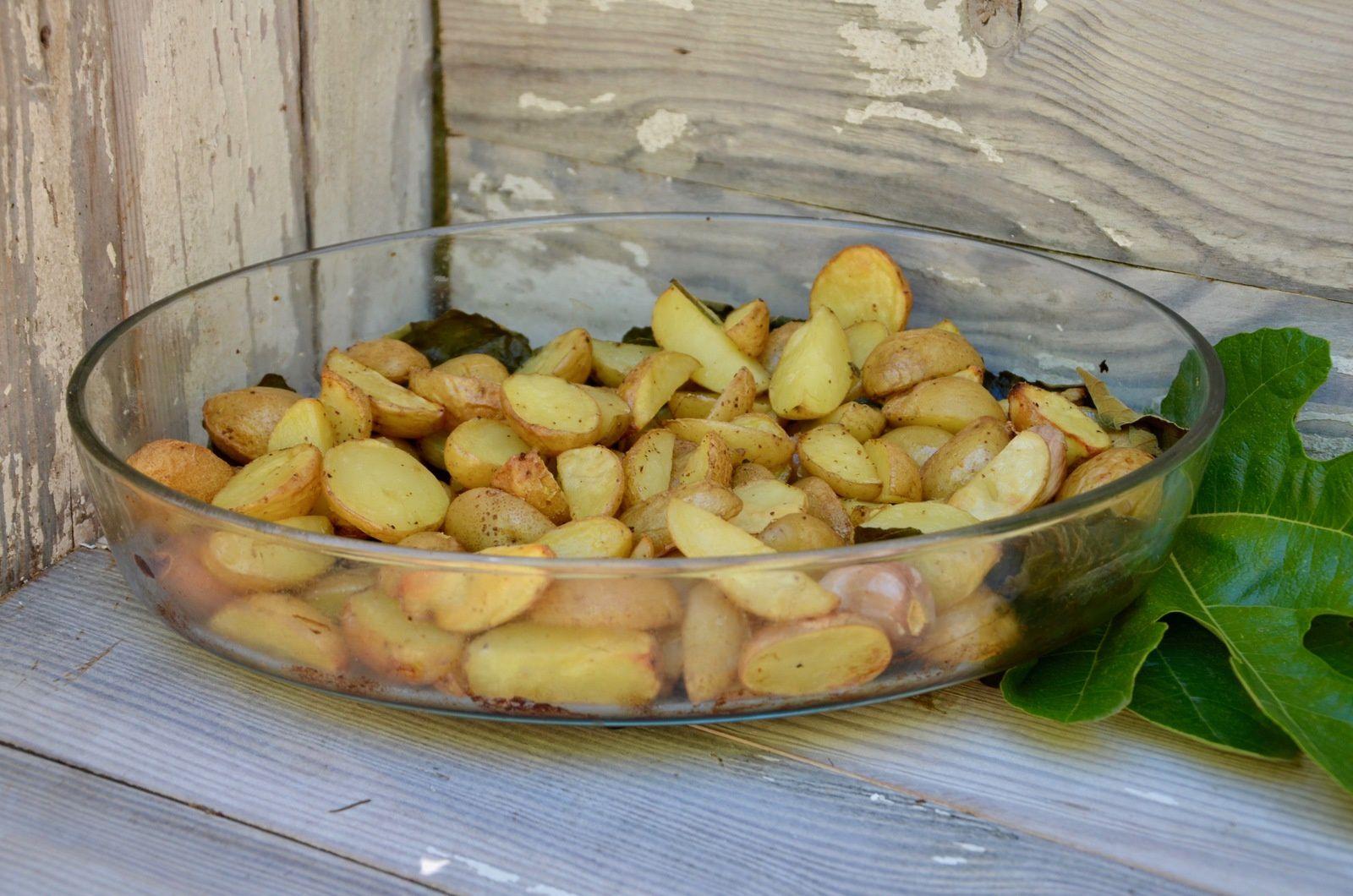 Pommes de terre au four aux feuilles de figuier