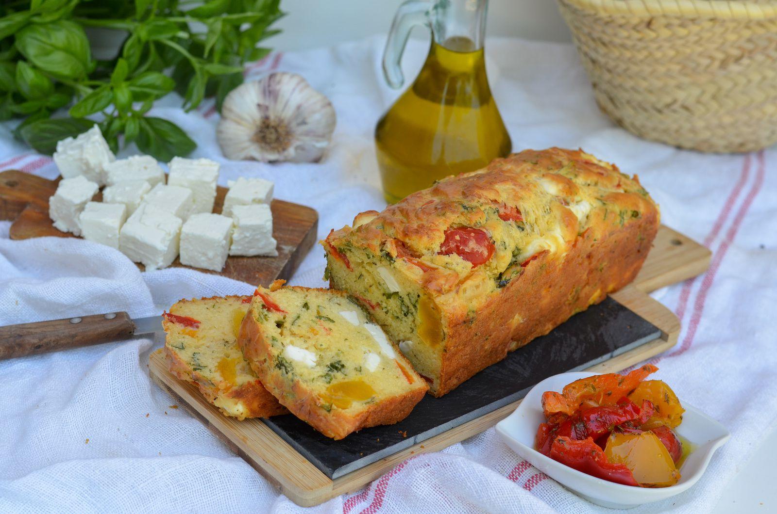 Cake aux poivrons grillés à la feta et au basilic