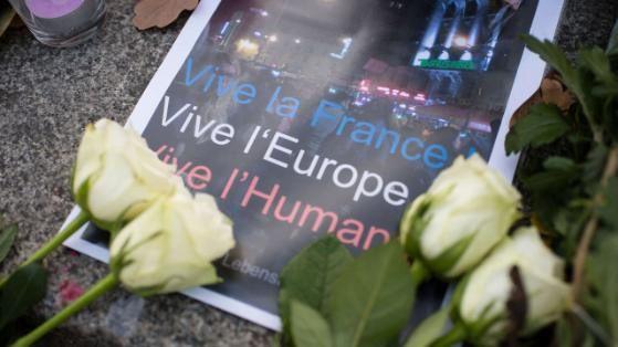 Vu à Berlin le 14.11.2015 sur la Pariser Platz devant l'Ambassade de France.