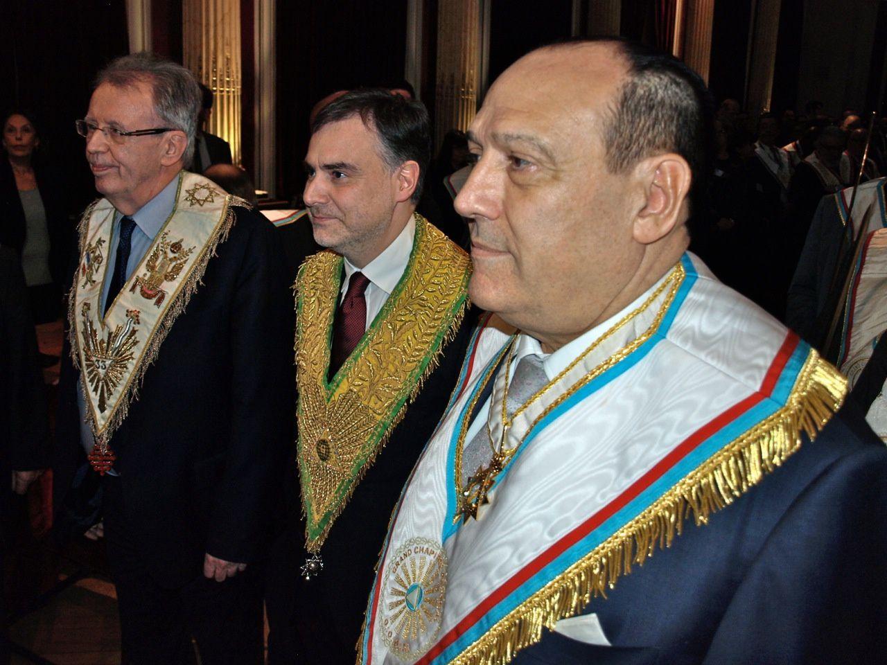 Jacques Oréfice, Christophe Habas, Philippe Guglielmi, entourés de l'escorte composée de membres de la Chambre d'Administration du GCG (Photo Jean-Pierre Chardon)