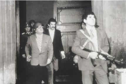Salvador Allende, lors l'attaque de la Moneda par les troupes d'Augusto Pinochet le 11 septembre 1973