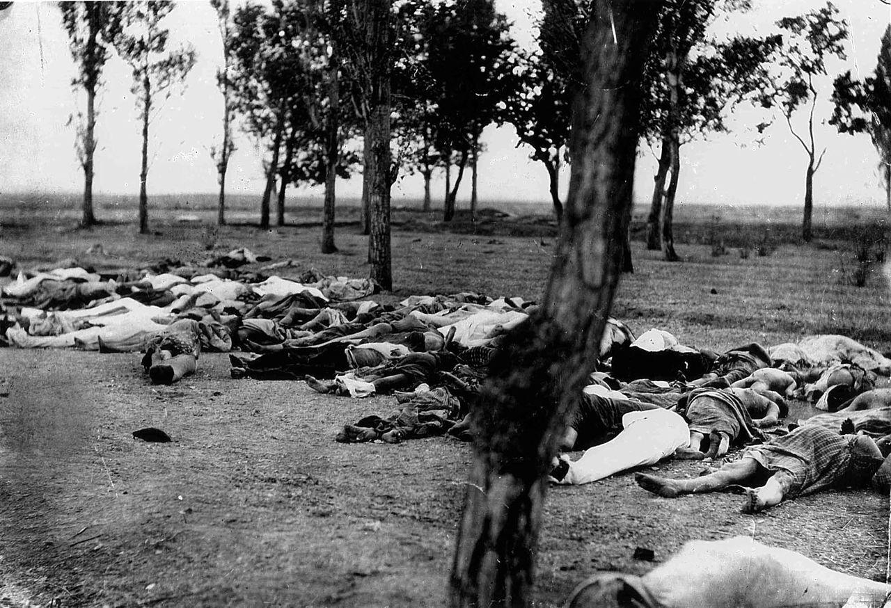 Cadavres d'Arméniens. Photo de H. Morgenthau publiée en 1918.
