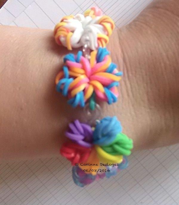 bracelet en élastiques (8 fleurs reliées par les crochets de fermeture)