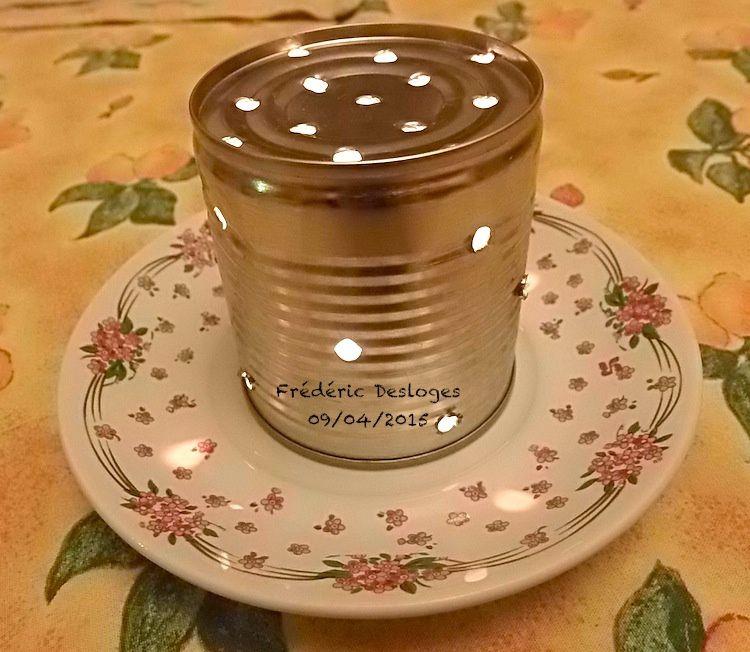 Photophore réalisé avec une petite boîte de conserve et une bougie chauffe-plat.