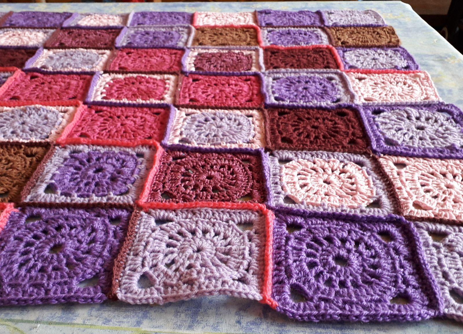 CROCHET plaid : la rose et la violette