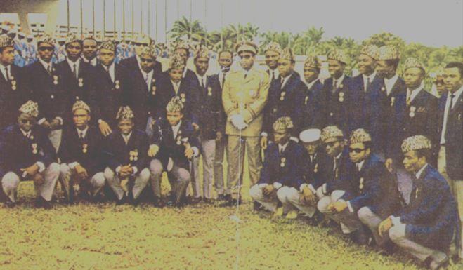 Léopards 1968 Debout de g à d: Ebengo, Kasongo, Mulongo,….., Ngenyibungi, Csanadi, Matumona, Kembo, Mange ?(caché), Mungamuni, ……, Mobutu, Kibasa-Maliba, Kibonge, Bilengi ?, Kabamba, Kalala, Tshimanga, Muwawa ?, ….. et …..  Accroupis de g à d: ….., Mwila, Saïo Mokili, Mvukani, Kidumu, Katumba, Lembi, Mbuli et Kazadi.