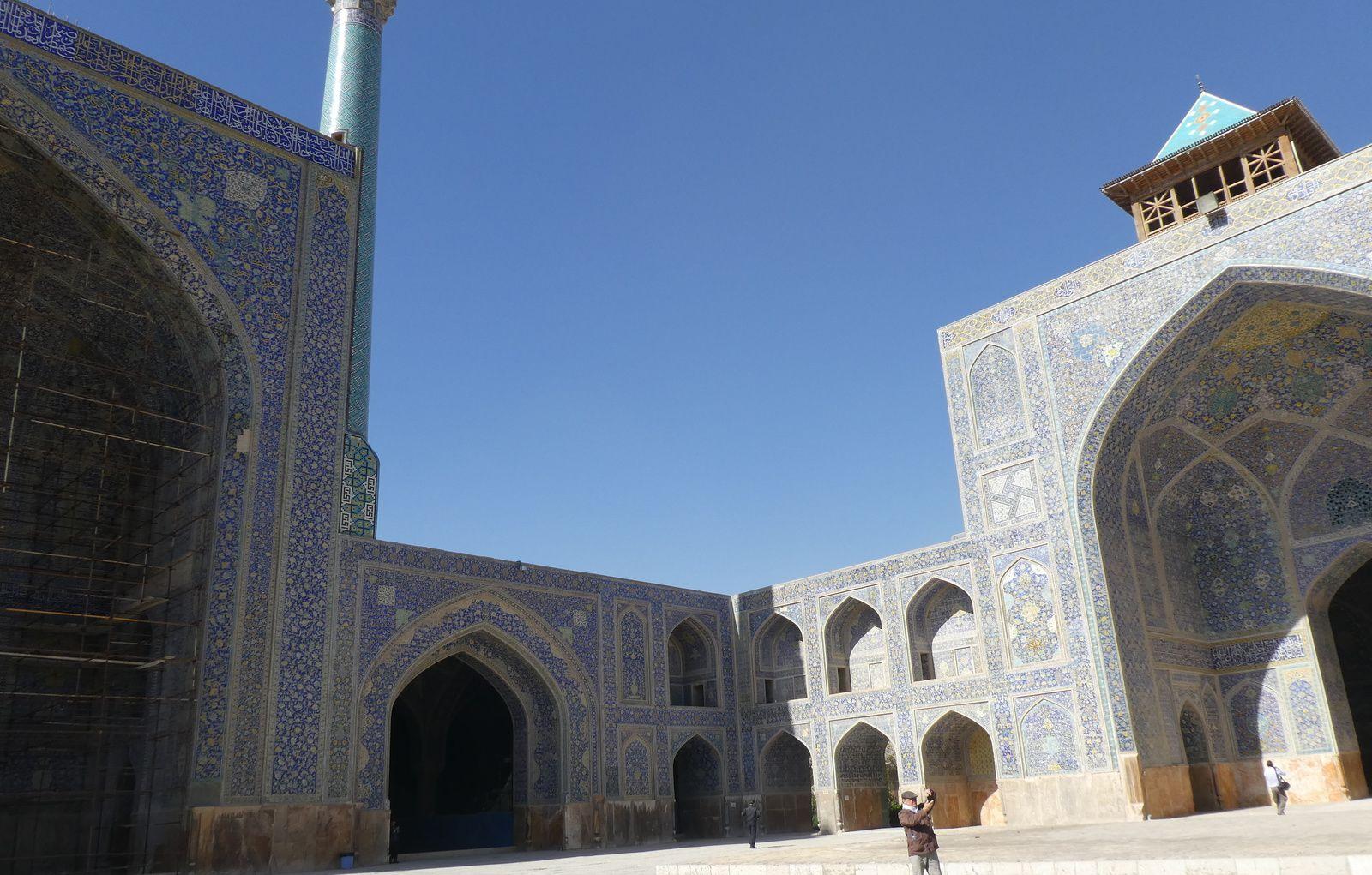 """ISPAHAN ,Le Palais d'Ali Qâpu ou """"Haute Porte"""" et les mosquées sublimes"""