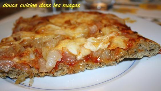Pizza au blé noir et oignons de Roscoff