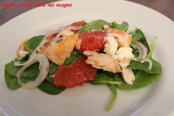 Salade de pousses d'épinard, feta, pomelos et saumon