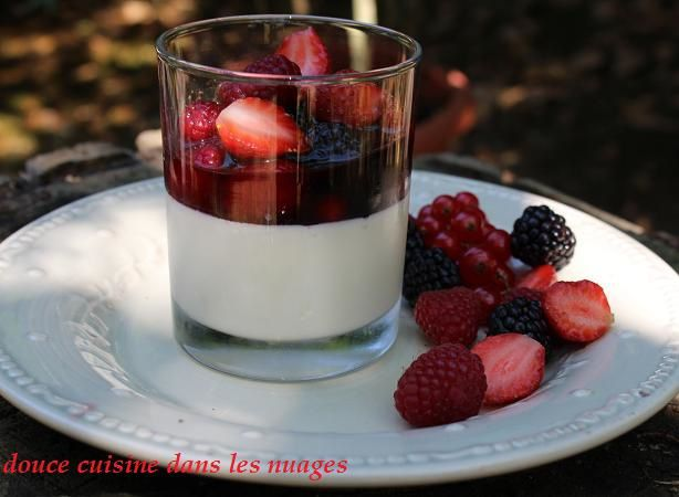 Pannacotta, sangria de fruits rouges