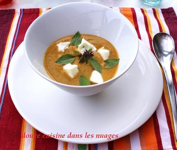 Velouté froid de courgettes, tomates, gingembre, basilic thaï et mozzarella