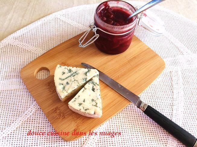 Fourme d'Ambert et confit de prunes au pineau des Charentes