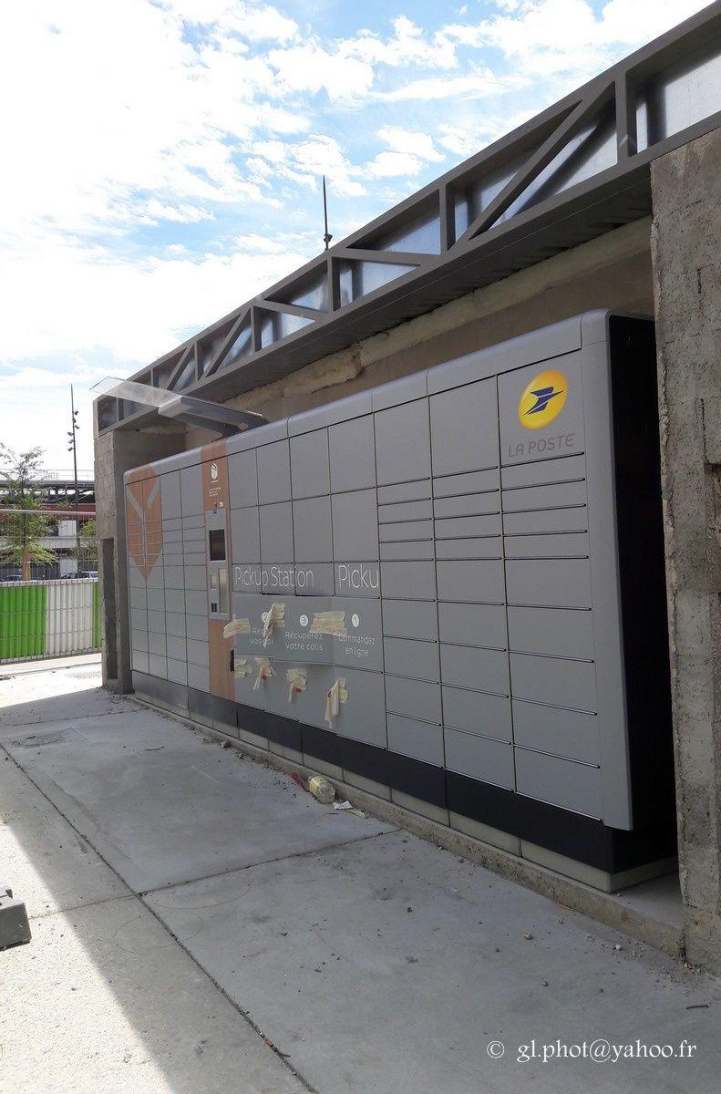 Consigne retrait commandes internet / Pickup station à la gare de Cergy Saint-Christophe