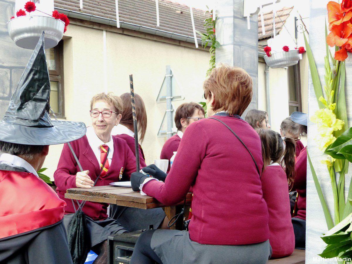 Photos Charivari à Cergy Village : Le char Harry Potter