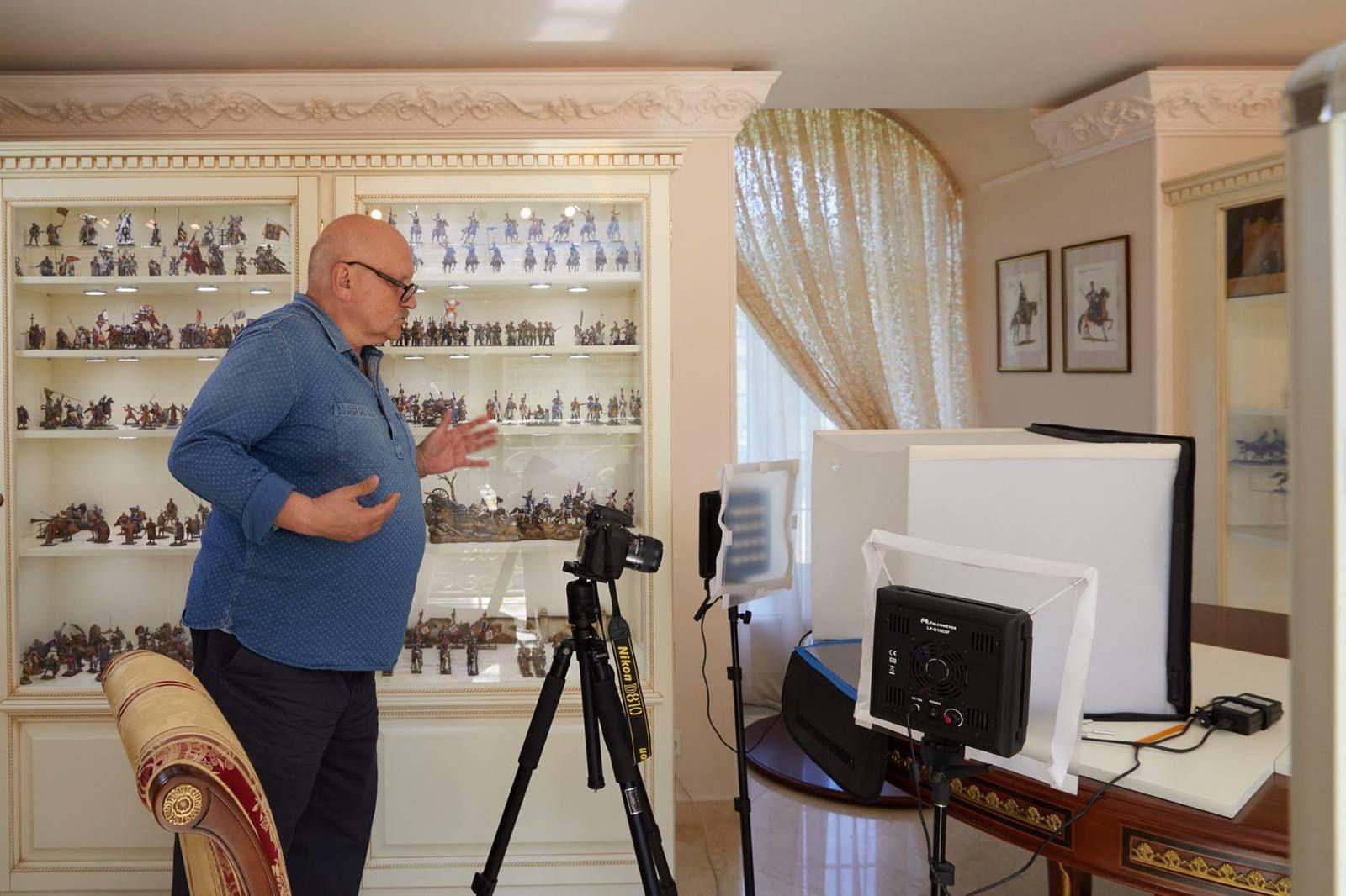 Mikhail Kochetkov / COLLECTIONNEUR DE FIGURINES / MOSCOU