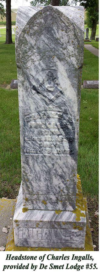 La tombe de Charles Ingalls, ornée de symboles maçonniques.