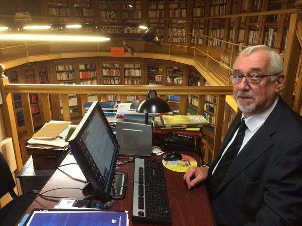 François Rognon à sa place et à son office à la bibliothèque de la Grande Loge de France