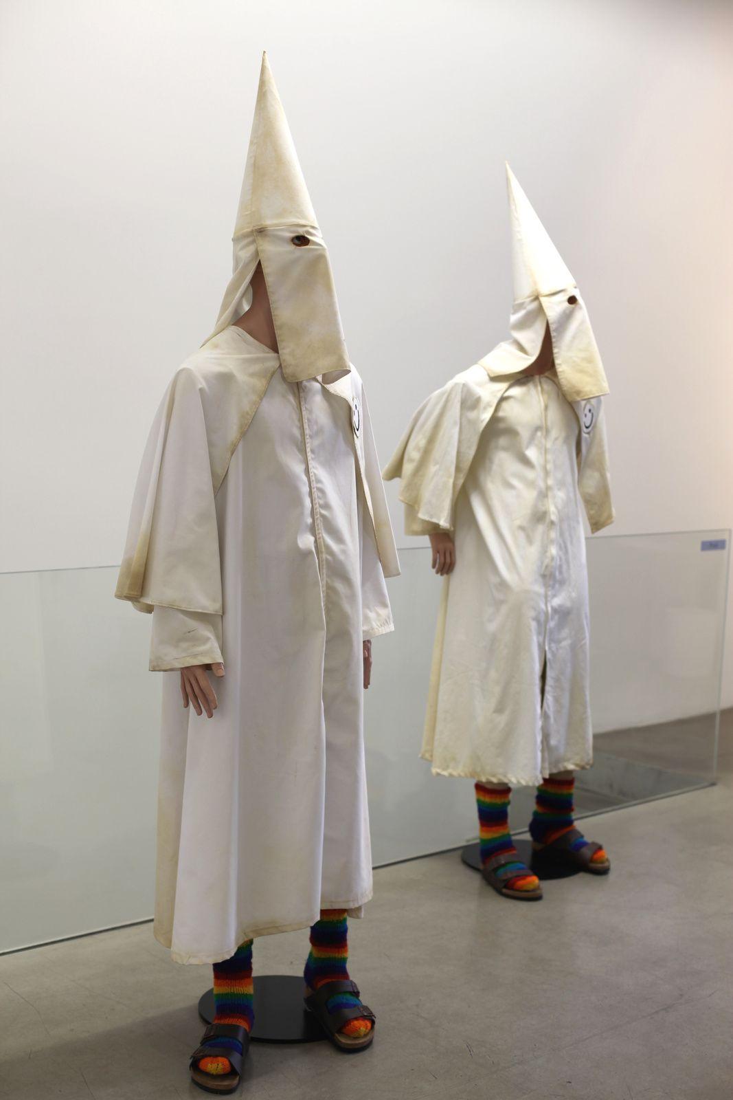 """""""KKK Mannequins"""", 2013 de Jake et Dinos CHAPMAN - Courtesy Galerie Kamel Mennour © Photo Éric Simon"""