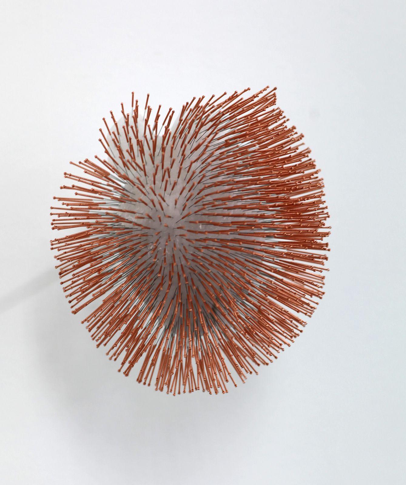 """Heart (needles)"", 2015-2016 de Prune NOURRY - Courtesy Galerie Magda Danysz © Photo Éric Simon"