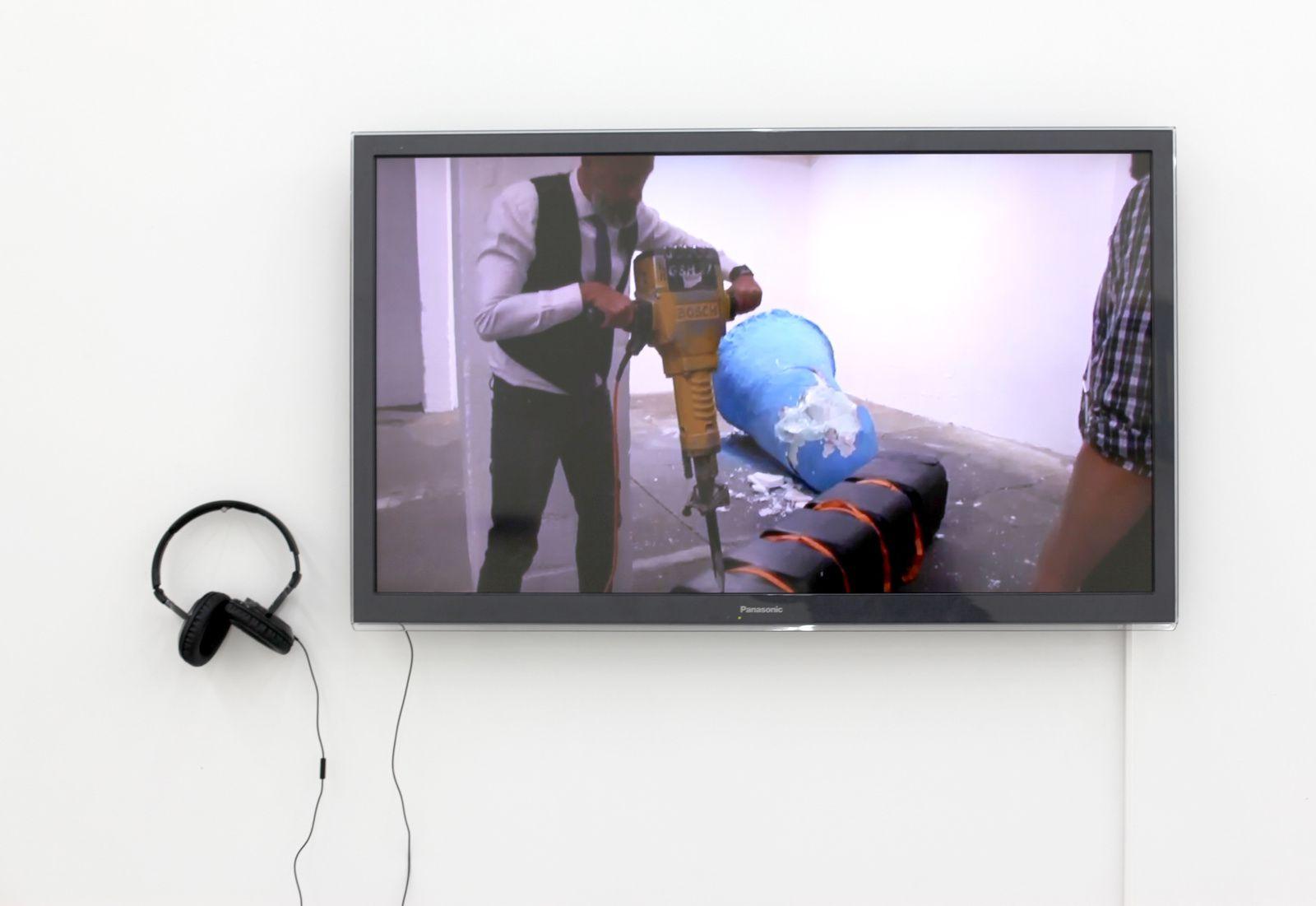 """Vidéo """"Highway to Jahannam"""", 2016 de Président VERTUT - Courtesy Galerie Paris-Beijing © Photo Éric Simon"""