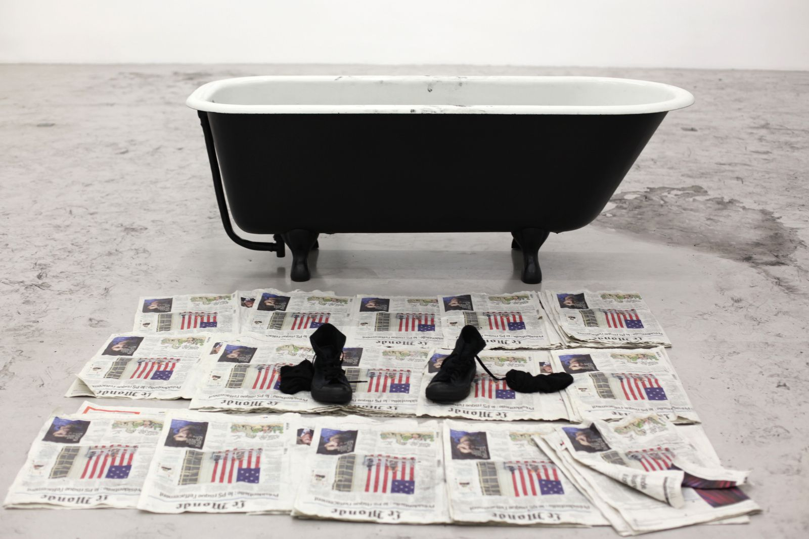 """Bathtub"", 2017 de Robin RHODE - Courtesy Galerie Kamel Mennour © Photo Éric Simon"