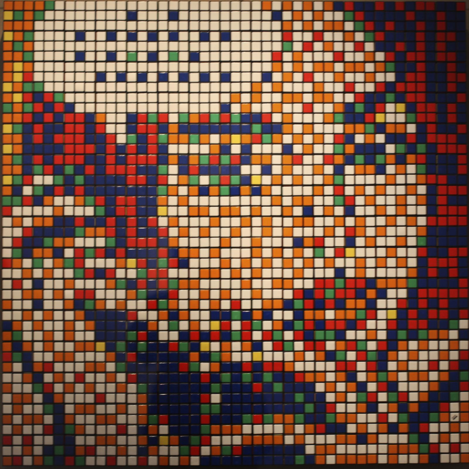 """Rubik Ohh...All Right..."", 2011 de INVADER - Courtesy Galerie LE FEUVRE © Photo Éric Simon"
