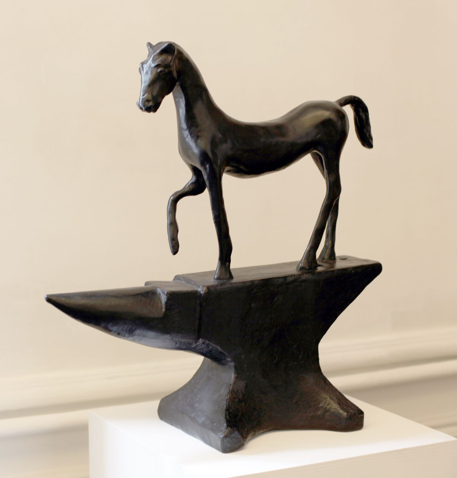 """Horse on Anvil"", 2001 de Barry FLANAGAN - Courtesy Galerie Lelong © Photo Éric Simon"