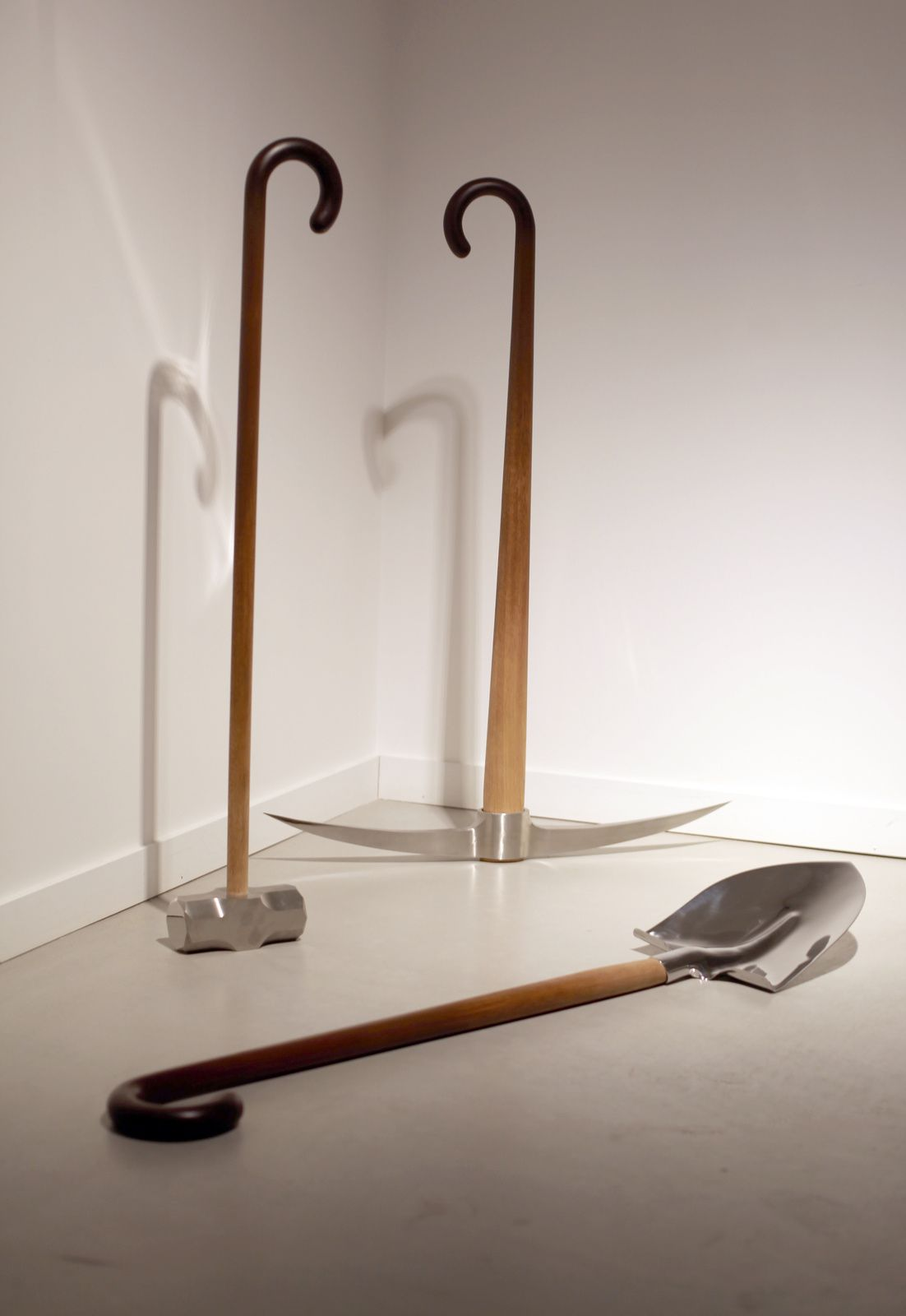 """Untitled (Shovel, Pickaxe, Mallet)"", 2017 de MYEONGBEOM KIM - Courtesy Galerie Paris-Beijing © Photo Éric Simon"