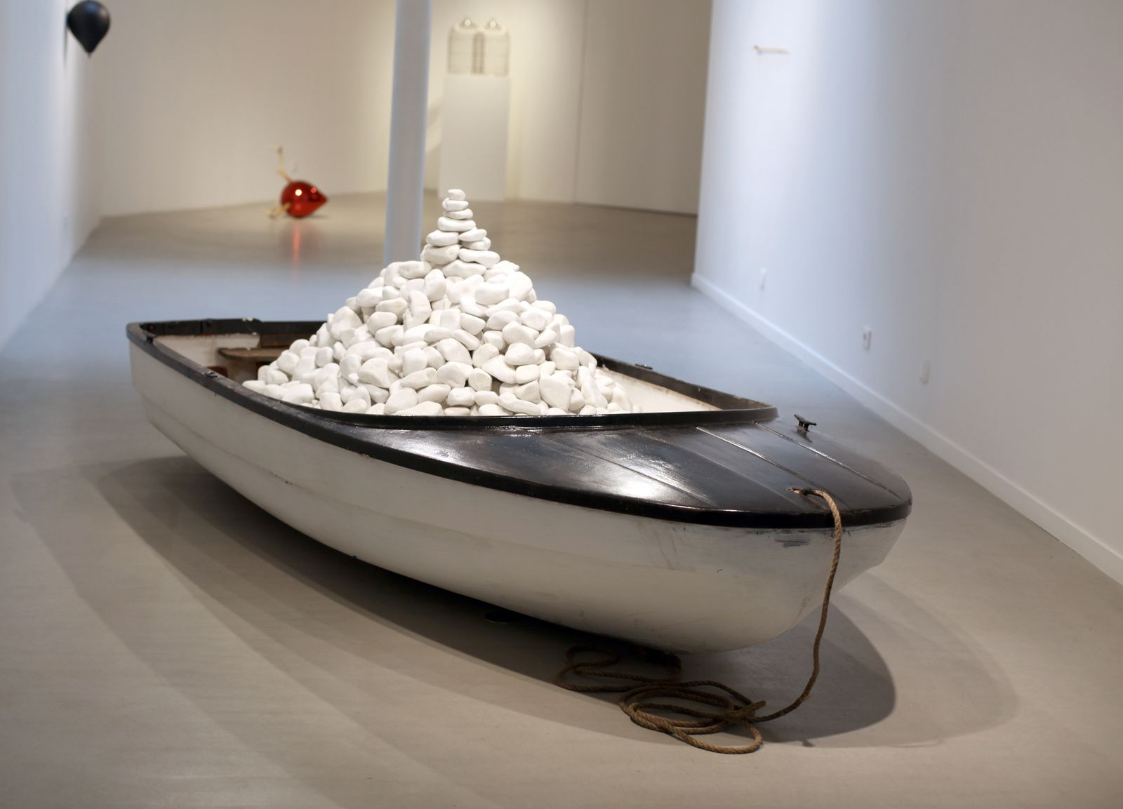 """Wish Boat"", 2017 de MYEONGBEOM KIM - Courtesy Galerie Paris-Beijing © Photo Éric Simon"