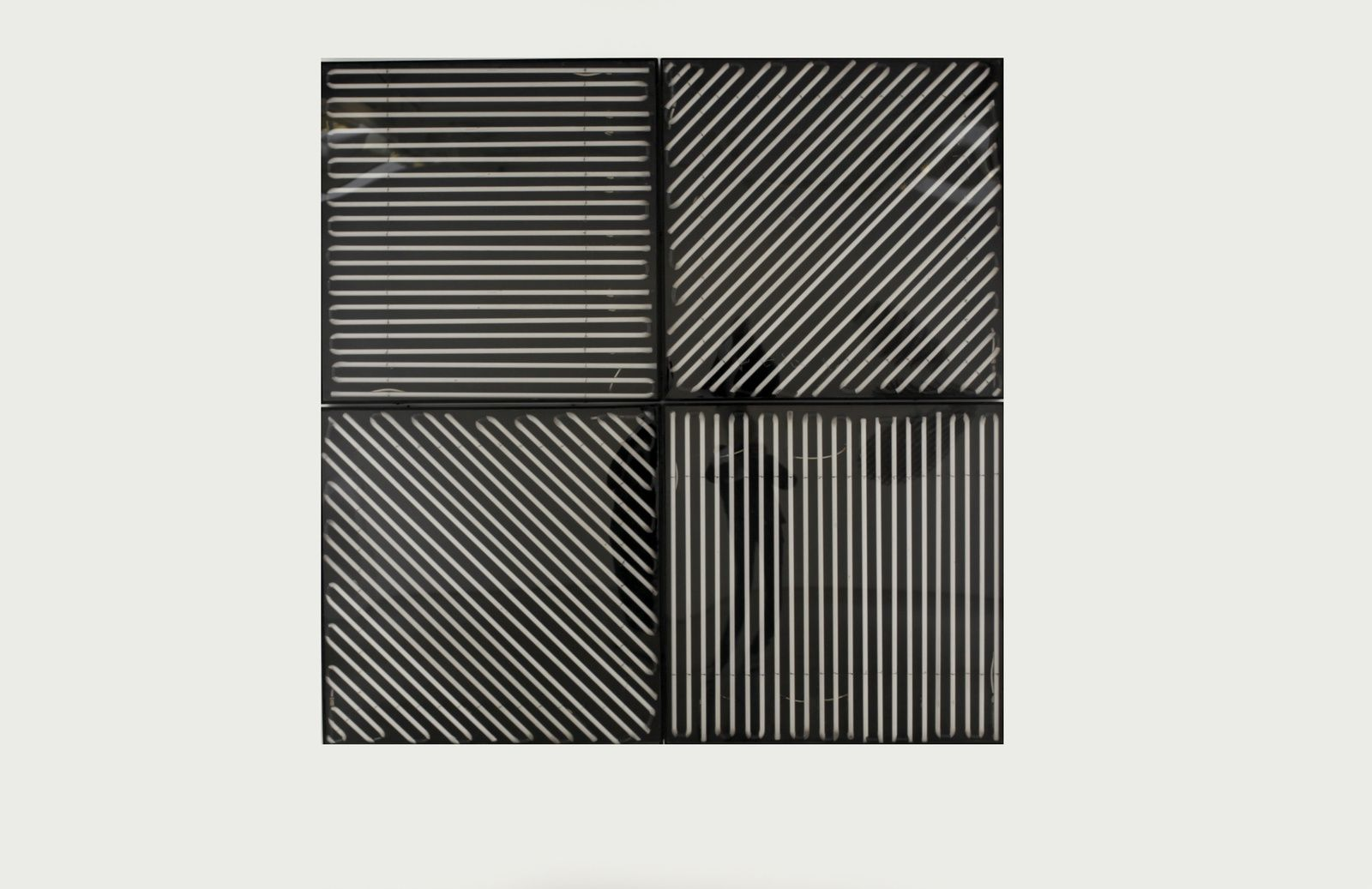 """""""Néon 0°-45°-90°-135° avec 4 rythmes interférents"""", 1963 de François MORELLET - Courtesy Galerie Kamel MENNOUR © Photo Éric Simon"""