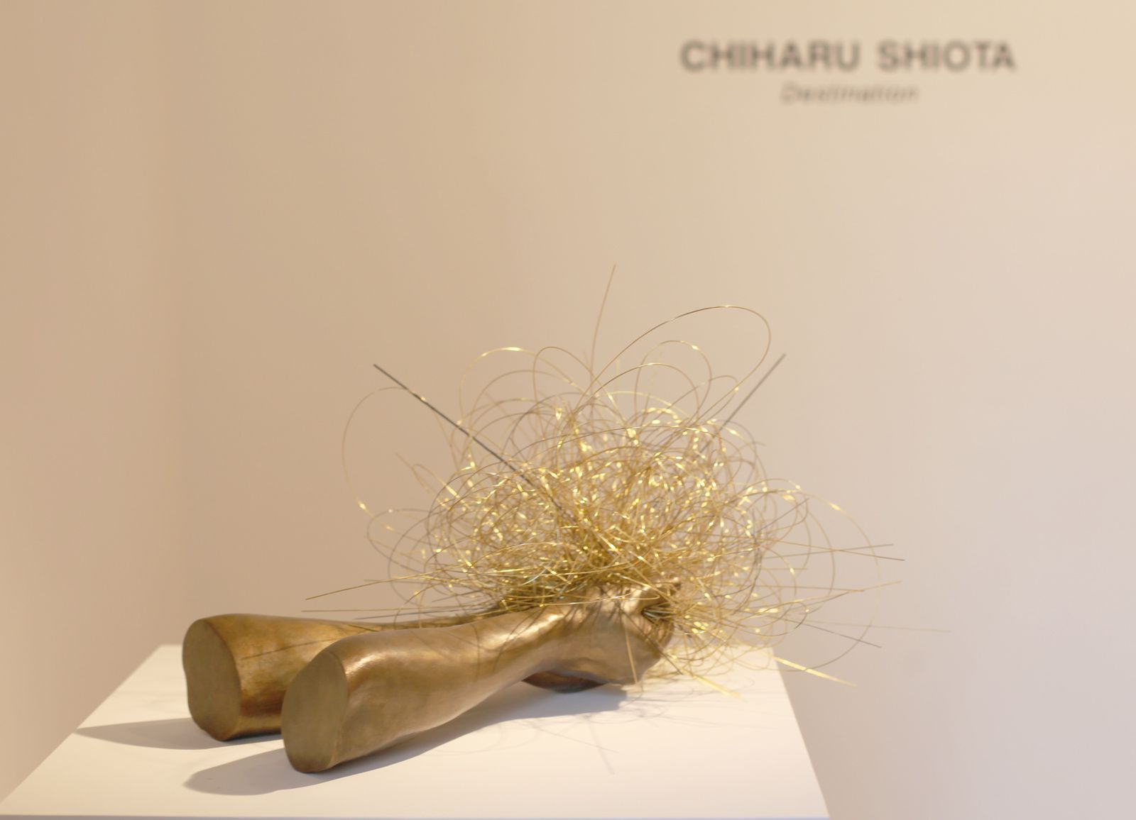 """In the Hand II"", 2017 de Chiharu SHIOTA - Courtesy Galerie Templon © Photo Éric Simon"