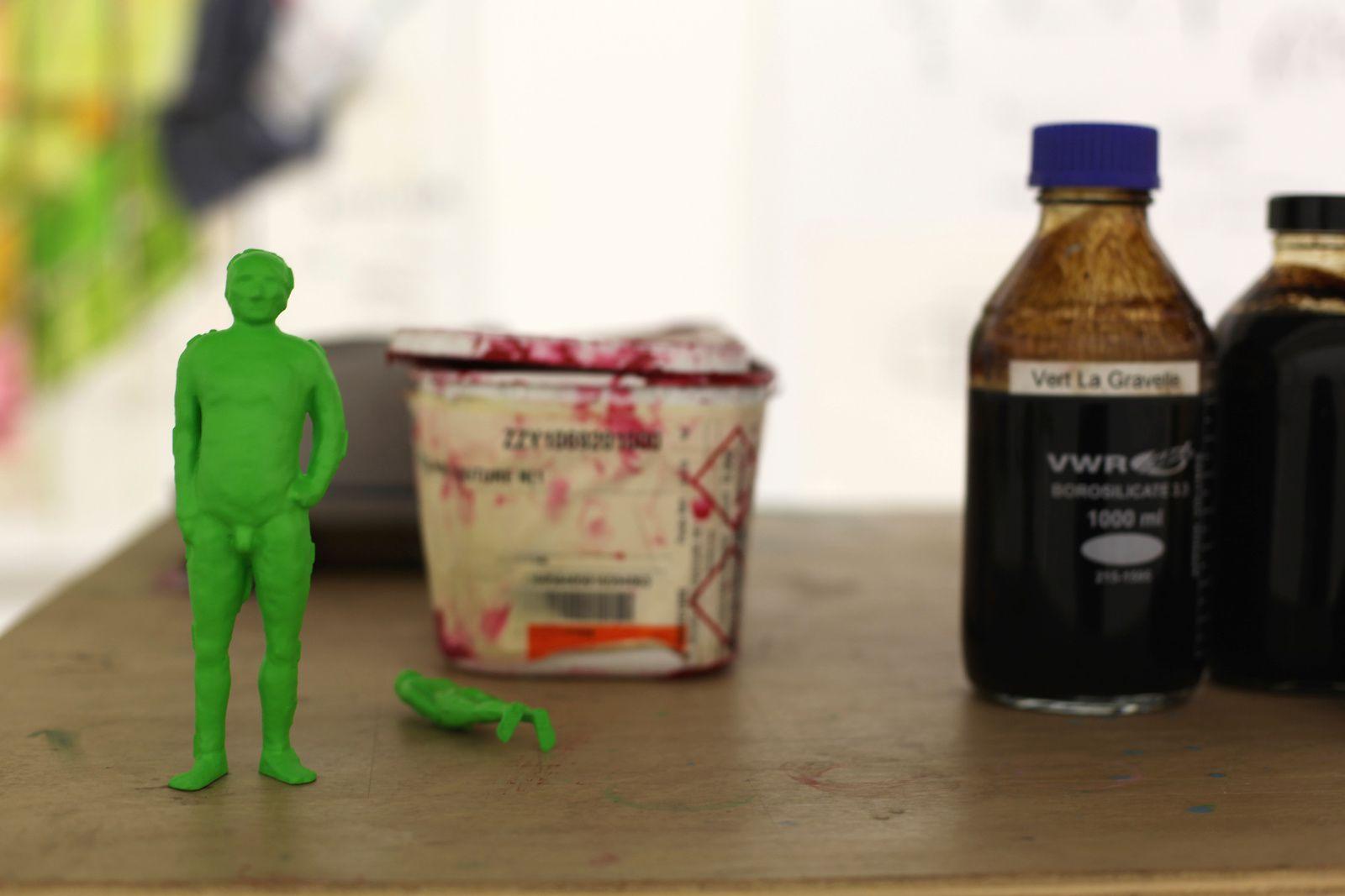 """Détail atelier """"L'homme de Bessines"""", 2014""""La maison de POF's"""", 2016 - 2017 de Fabrice HYBER - Courtesy Galerie Nathalie OBADIA © Photo Éric Simon"""