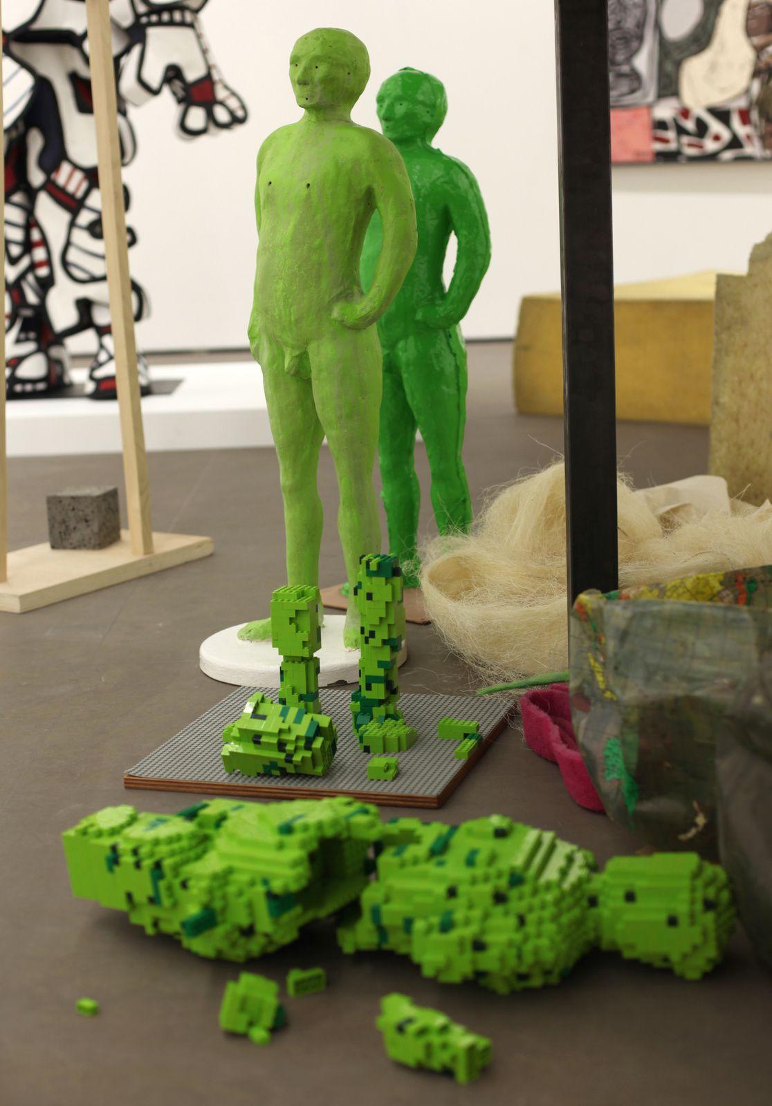 """""""L'homme de Bessines"""", 2014""""La maison de POF's"""", 2016 - 2017 de Fabrice HYBER - Courtesy Galerie Nathalie OBADIA © Photo Éric Simon"""
