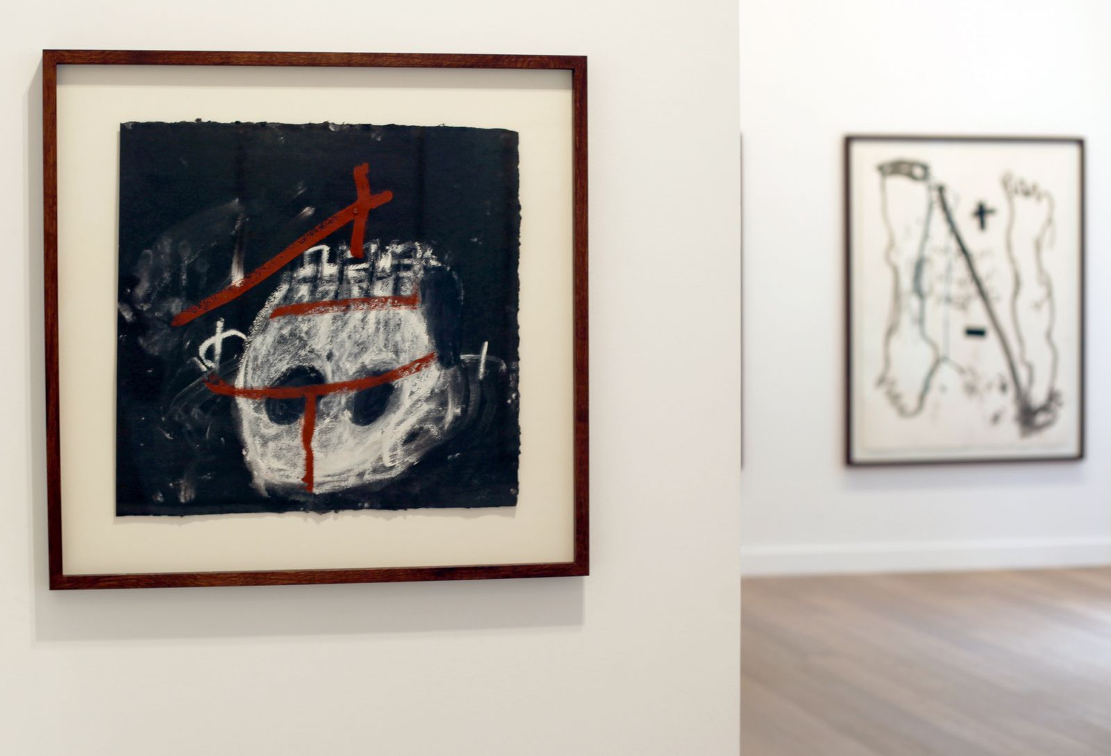 """Crani Blanc"", 2006 d'Antoni TÀPIES - Courtesy Galerie Lelong © Photo Éric Simon"