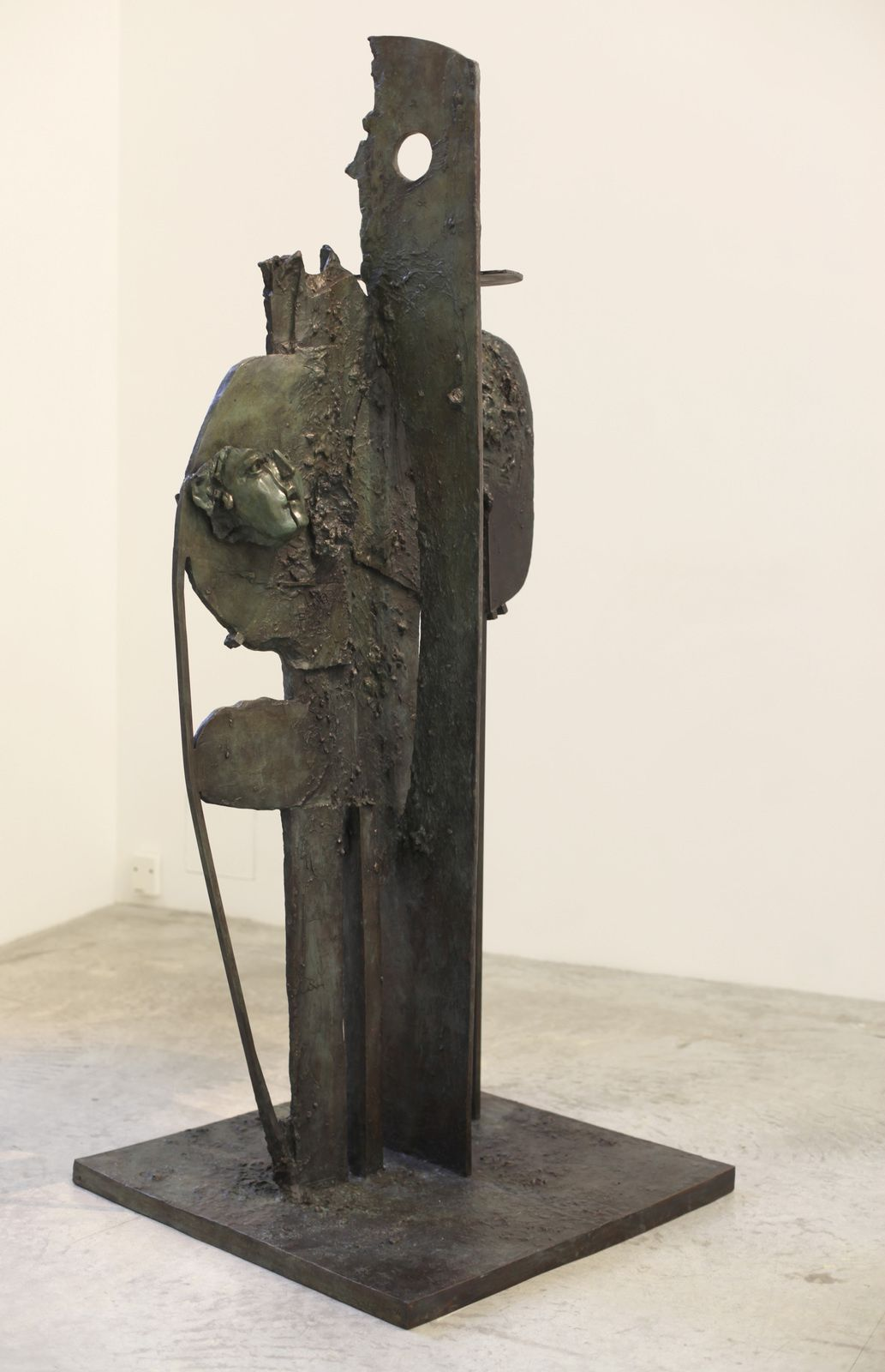 """Standing Form with Fragmented Head"", 2017 de George CONDO - Courtesy Galerie Almine RECH © Photo Éric Simon"