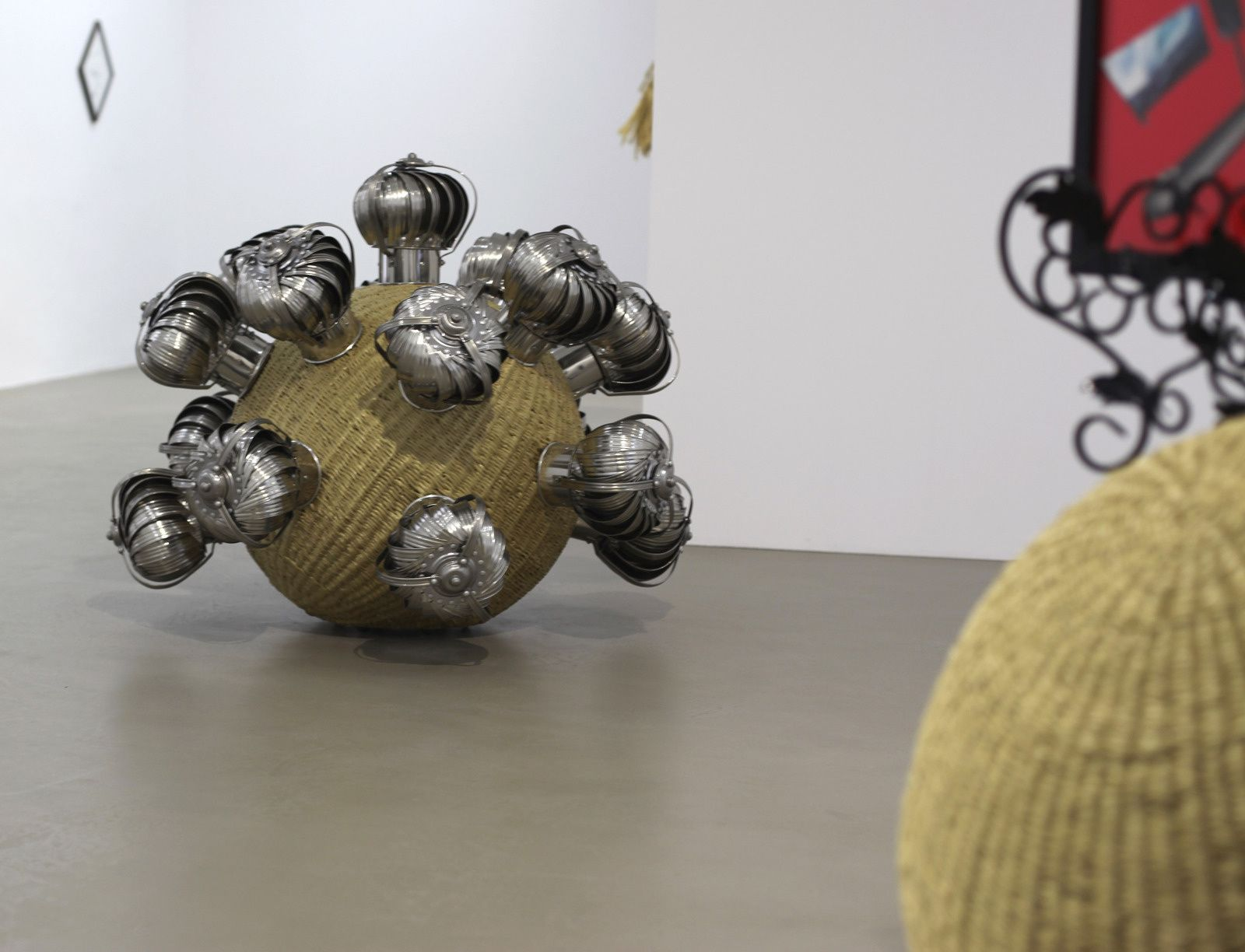 """The Intermediate - Psychic Turbine Vents Balls"", 2017 de HAEGUE YANG - Courtesy Galerie Chantal Crousel © Photo Éric Simon"