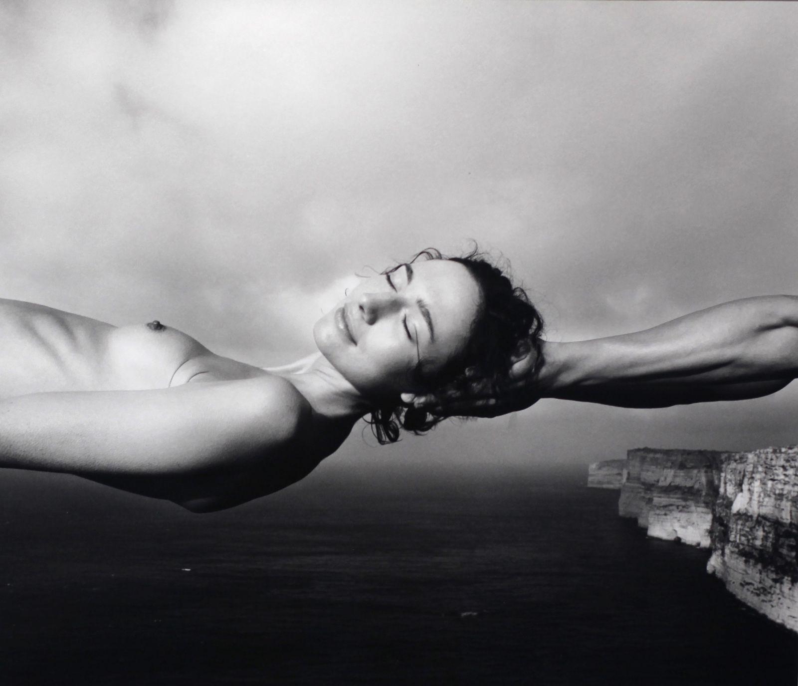"""Laurence, Ta 'Cenc, Gozo, Malta"", 2002 d'Arno Rafael MINKKINEN - Courtesy Galerie Camera Obscura© Photo Éric Simon"