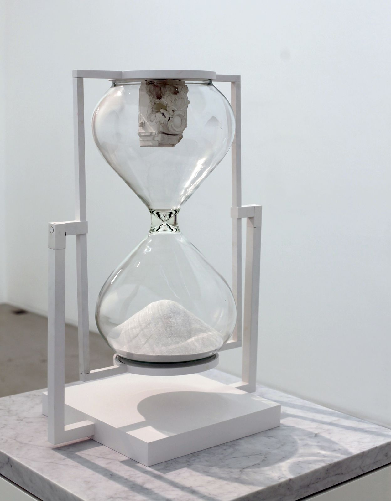 """Hourglass"", 2017 de Daniel ARSHAM- Courtesy Galerie PERROTIN © Photo Éric Simon"