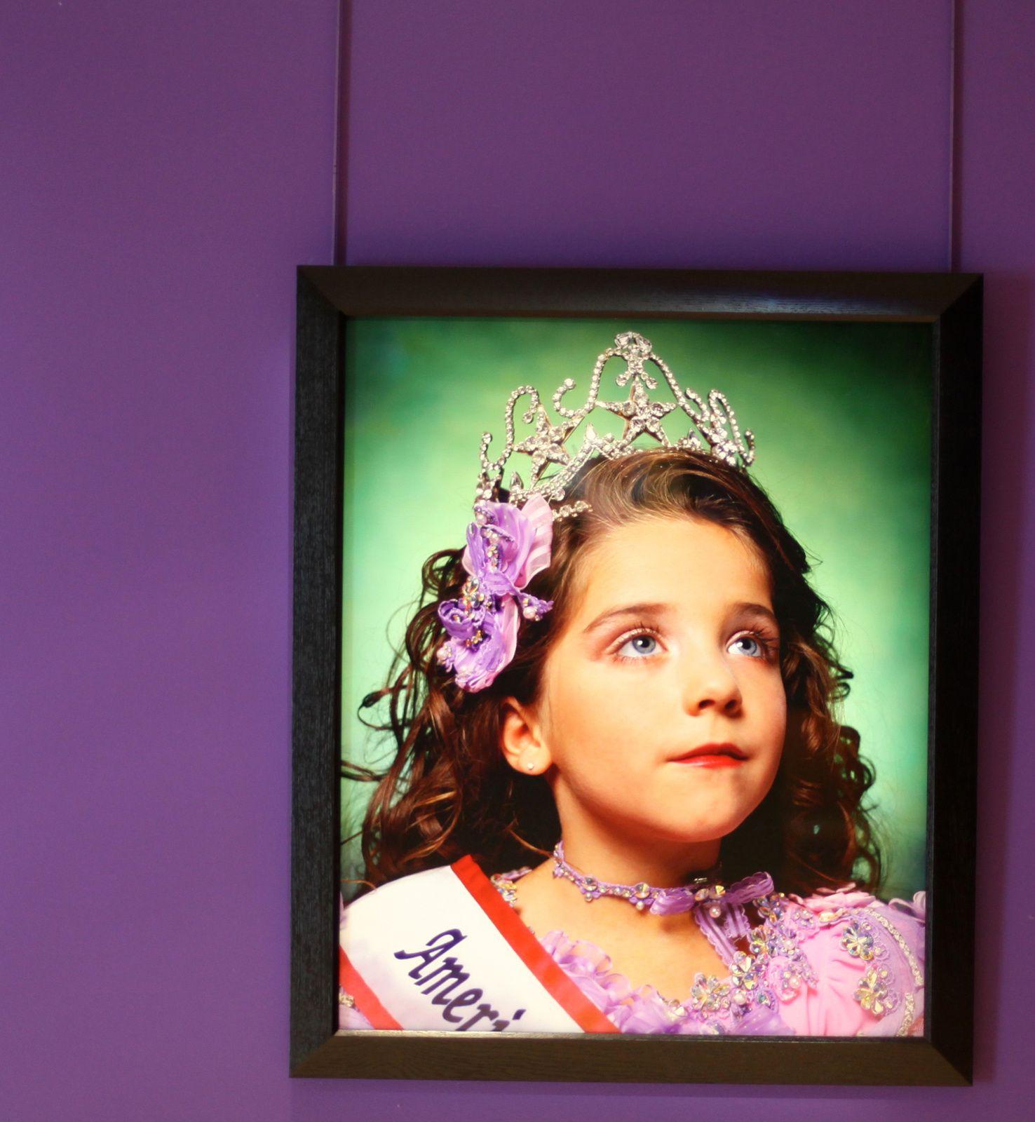 """Jewel-Joy Stevens, America's Little Yankee Miss (America)"", 2003 de Andres SERRANO - Courtesy Galerie Nathalie OBADIA © Photo Éric Simon"
