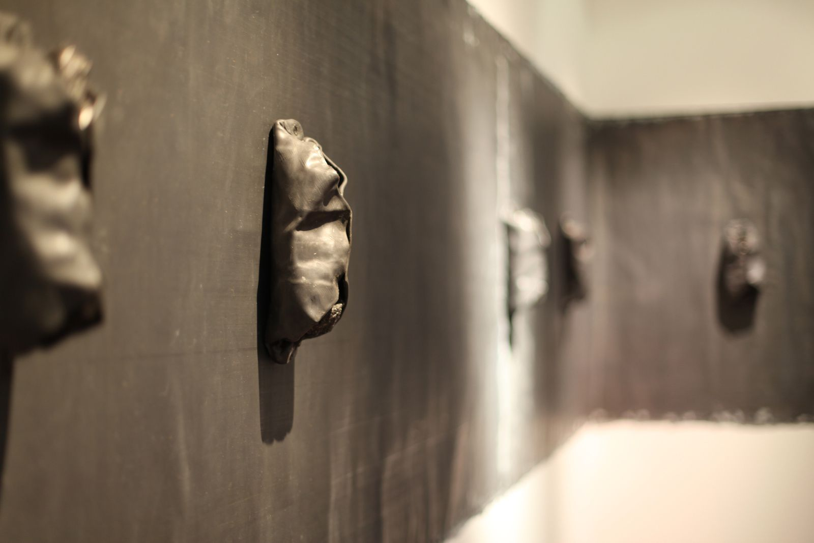"Détail ""Sans titre"", 1989 de Jannis KOUNELLIS - Courtesy TORNABUONI ART Paris © Photo Éric Simon"