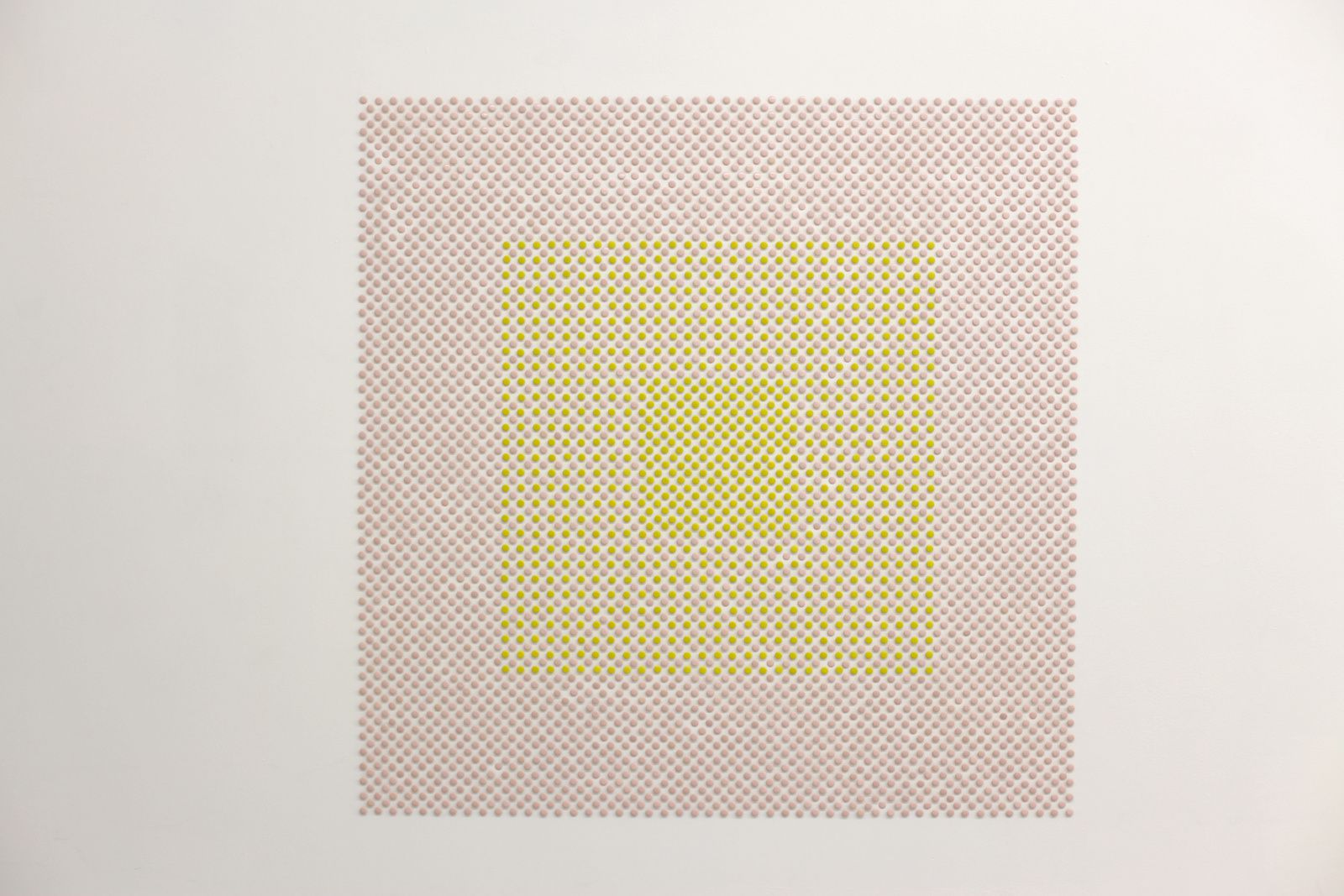 """Peinture en Kit IBK, Pointillisme Abstrait, 3cpj 4513"", 2002 de Benjamin SABATIER - Courtesy Galerie Bertrand GRIMONT © Photo Éric Simon"