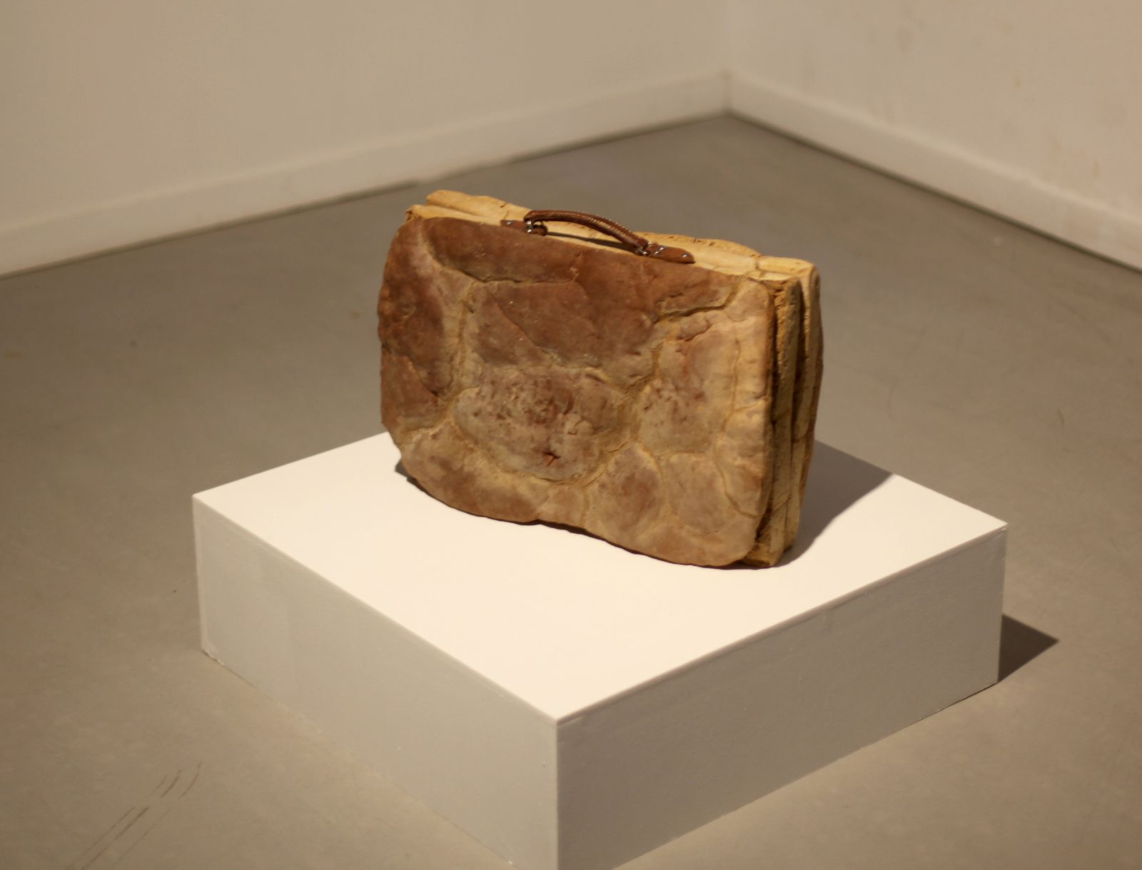 """Brot-Ekmek"", 2011 de Mehtap BAYDU - Courtesy Galerie Paris- Beijing © Photo Éric Simon"