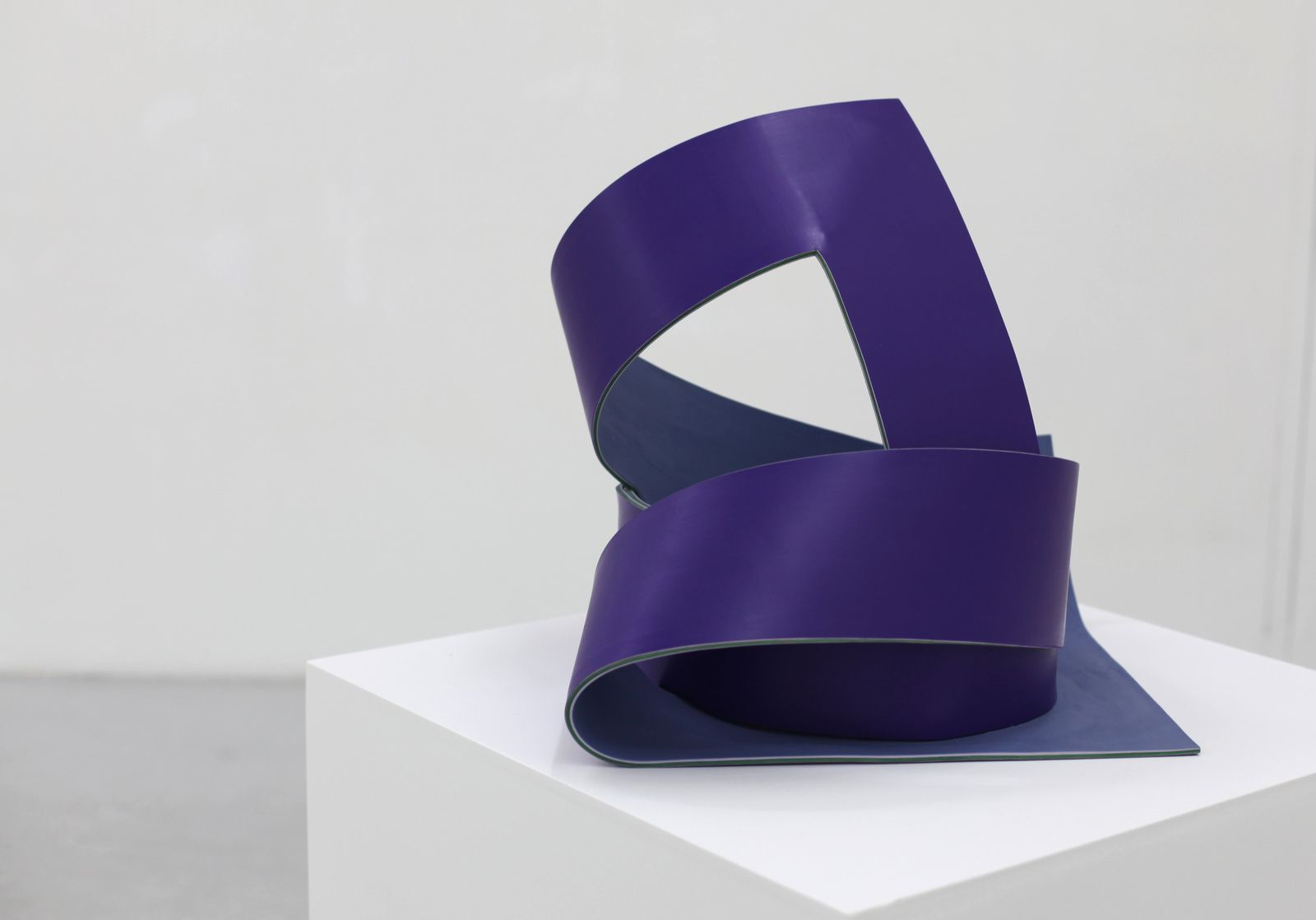 """Cadre infini violet"", 2018 de Laurence PAPOUIN - Courtesy Galerie RICHARD - PARIS © Photo Éric Simon"