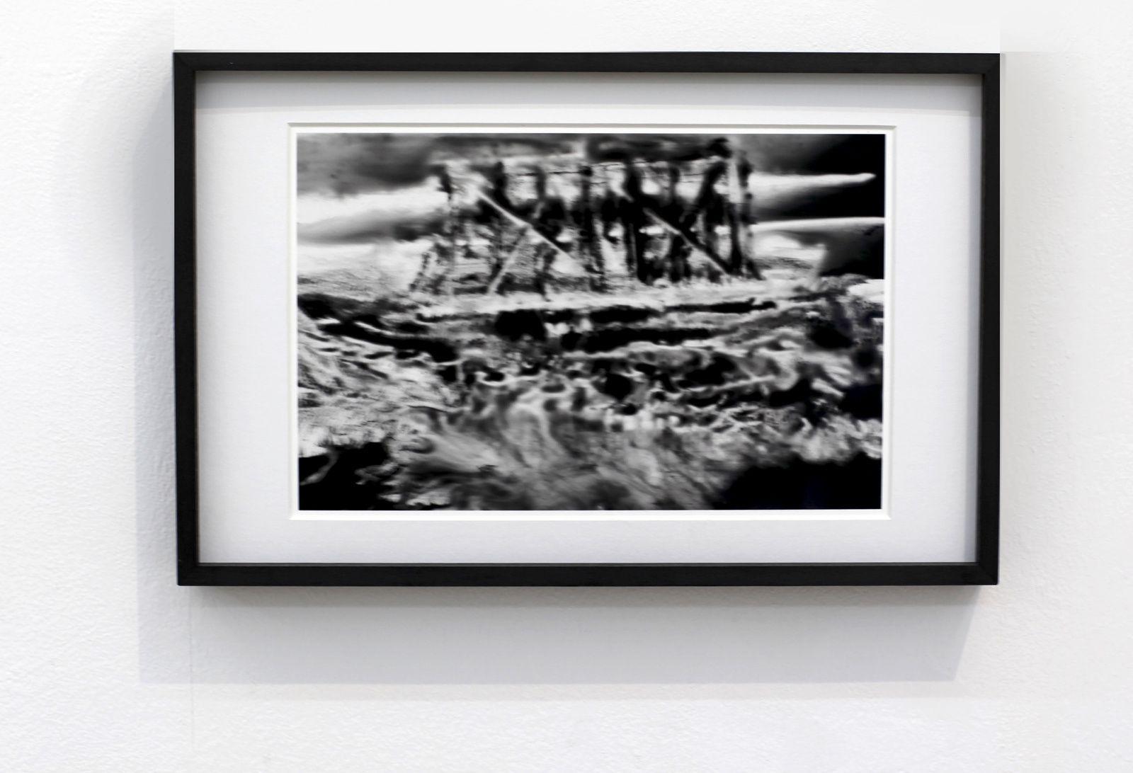"""Serie El umbral de la zona """"Los amigos lioran eso que recuerda"""", 2018 de Hugo AVETA - Courtesy NextLevel Galerie © Photo Éric Simon"""